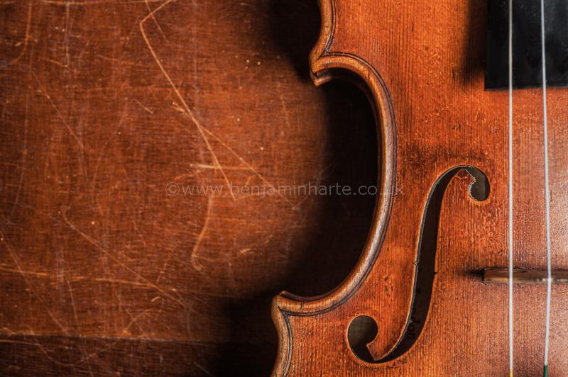 Violin-on-a-table-©www.benjaminharte.co.uk-49