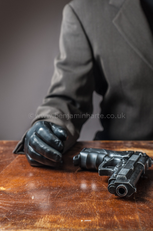 anonymous-man-with-gun-©benjaminharte