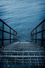 steps-leadinglintolwater-©benjaminharte
