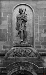 M04 The Statue of Wallace on the Athaneum Porch, Stirling.