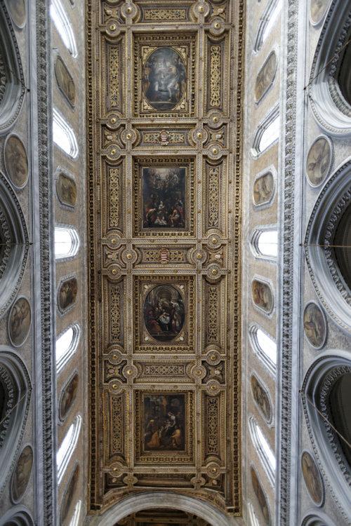 Interior iglesia bari