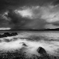 Tarskavaig rocks and wave