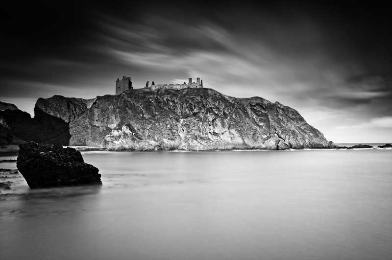 Dunnottar castle043b&w