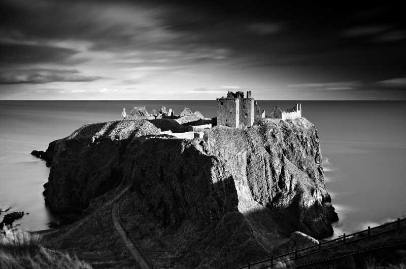Dunnottar castle055b&w