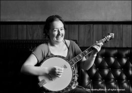 Tara Connaghan gives the Banjo a try out!