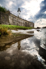 Hale lighthouse water (c)
