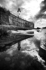 Hale lighthouse water (B&W)