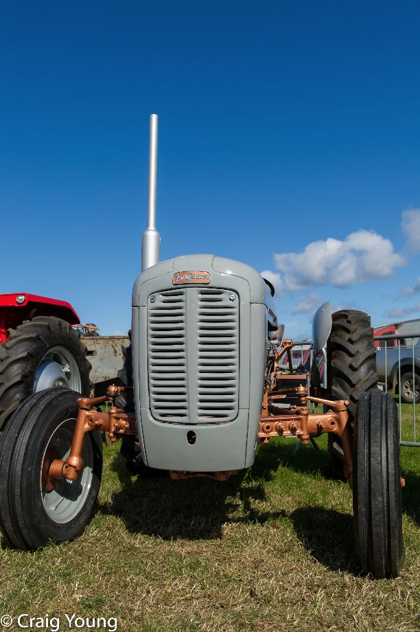 Tractor (1 of 1)