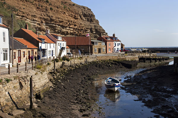 05D-5575 The Small Fishing Village of Staithes and its Harbour at Low Tide North Yorkshire UK.