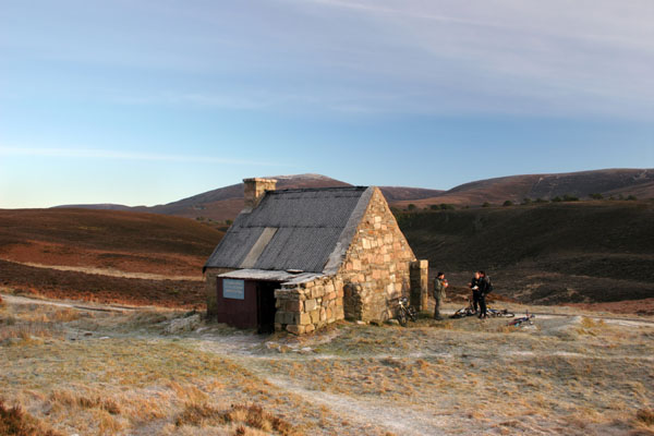 07-4711 Mountain Bikers Take a Break at Ryvoan Bothy Cairngorms Scotland