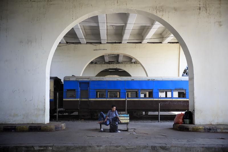 Train Yangon 254A0737 E