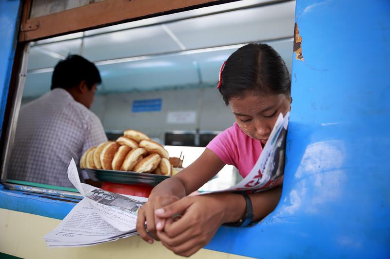 Train Yangon 254A0804 E