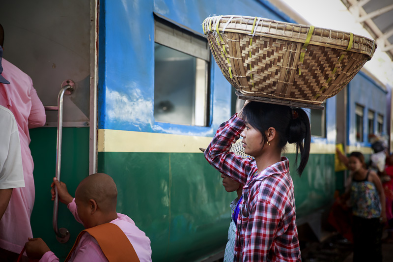 Train Yangon 254A0903 E