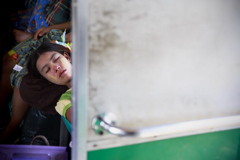 Train Yangon 254A1590 E