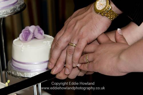CAKE CUTTING SHOWING RINGS