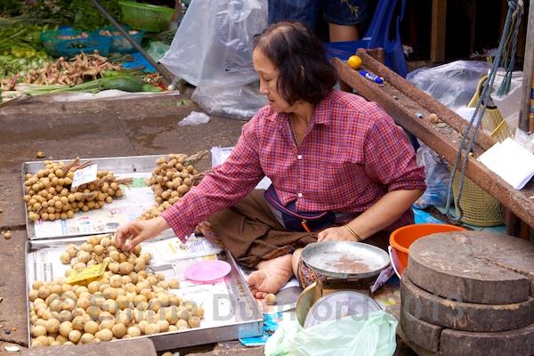 Longan fruit seller