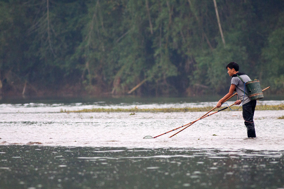 Fishing using electricity. Canon 50D, Canon EF 400mm f/5.6 L USM, 1/320, f/5.6, iso 1600, handhold.