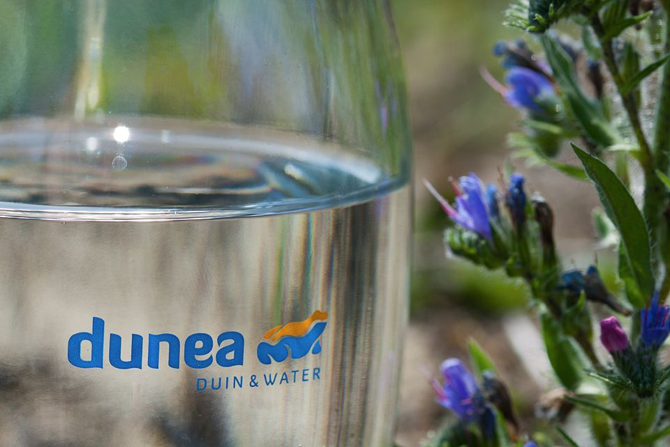 Two Dunea 'products': drinking water and Blueweed. Canon 50D, Canon EF 100mm f/2.8 USM Macro, 1/640, f/6.3, iso 200, handheld.