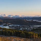 Solfylte kvite fjelltoppar