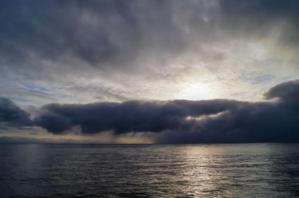 Tunge skyer kjeme sigande