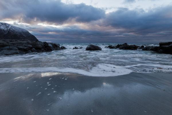 På sanden
