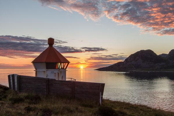 Solnedgang ved Sæviksteinen lykt