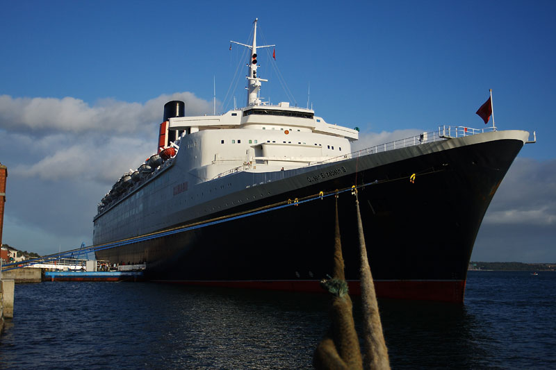 The QE2 at Cobh