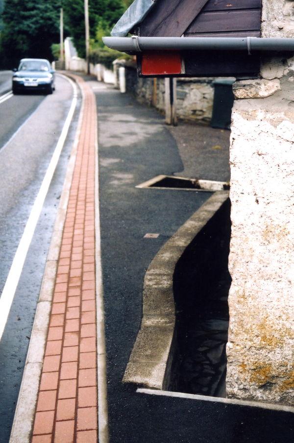 Dangers walking A82