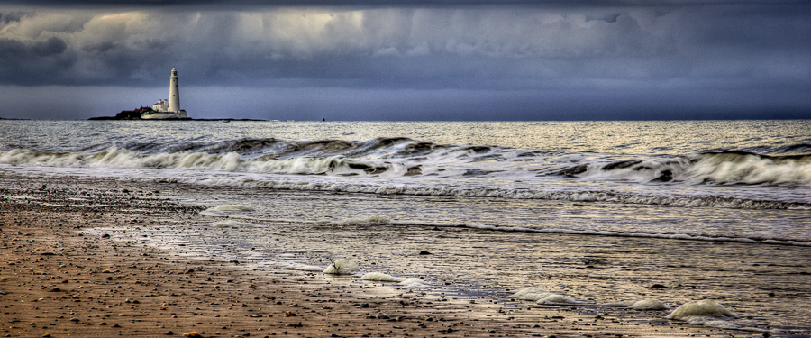 St Marys Lighthouse Cold Waves