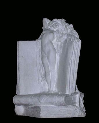 S148 Donna nuda con libri