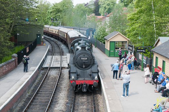 75029 The Green Knight at Pickering Station.