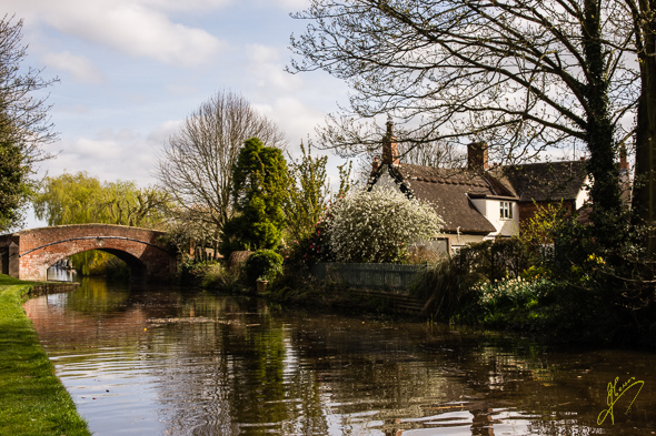 Trent & Mersey Canal at Alrewas.