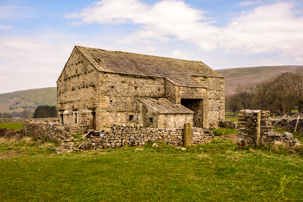 Old Barn, Littondale. (the first photograph taken with the Nikon D7200.)
