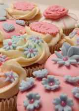 Vintage flower style cupcakes