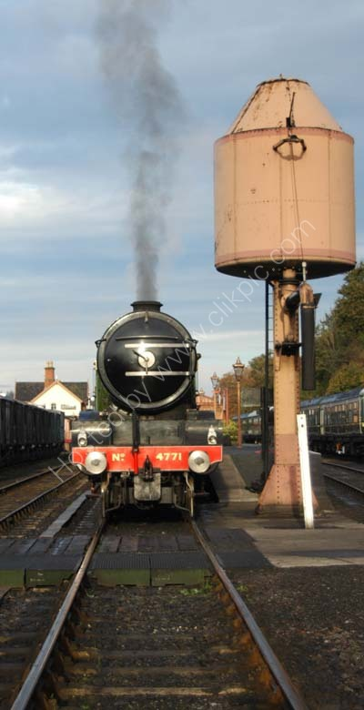 Green Arrow awaits an early morning departure from Bewdley.