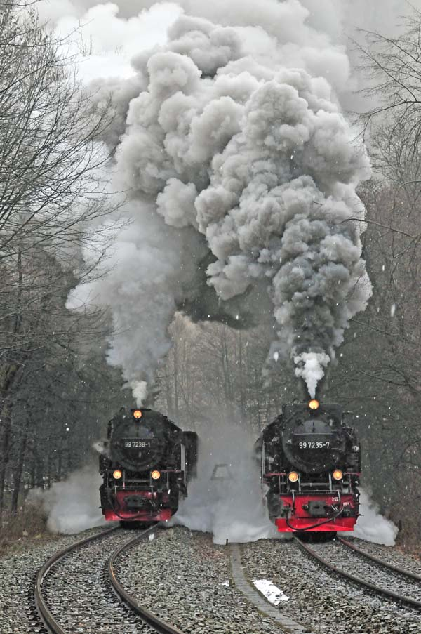 Double departure from Eisfelder Talmuhle with 99 7238-1 and 99 7235-7.