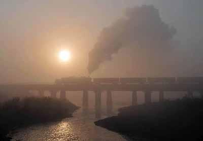 Sunrise at Chengzihe river bridge.