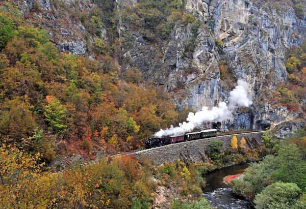83-173 runs alongside the river near Prosjek.