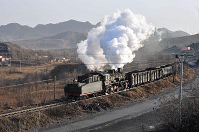 Freight train between Sanjiazi and Daguopu.