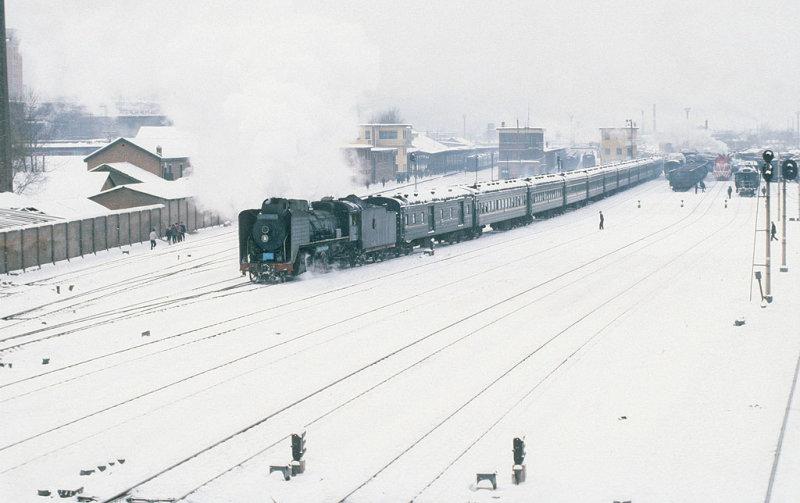 Passenger departure at Tonghua after heavy snowfall