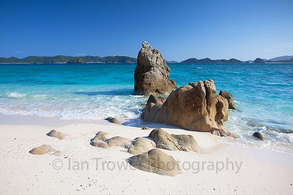 Nishibama Beach, Aka Island