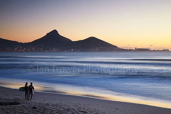 Waiting surfers, Cape Town