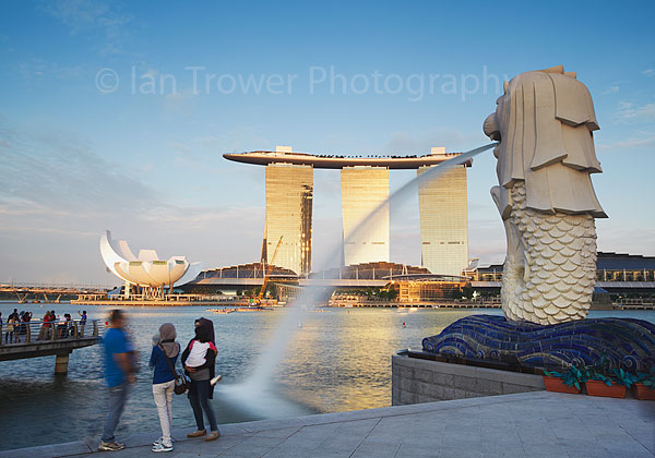 Merlion statue and Marina Bay Sands Hotel