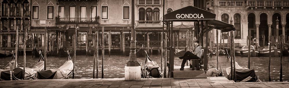 192 - Gondoleer waiting in Venice, Italy
