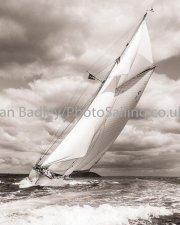 Mariquita in full sail