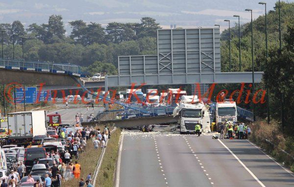 M20 closed after pedestrian bridge collapses onto carriageway between junction 4 Leybourne and 3 for Borough Green