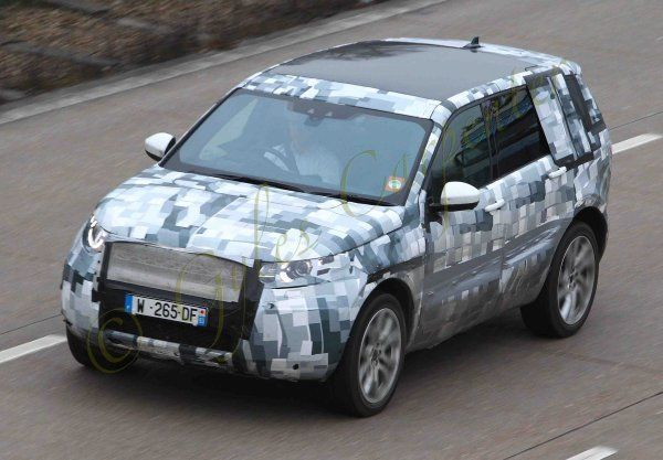 PIC SHOWS:- new car on test, possibly Land Rover ?