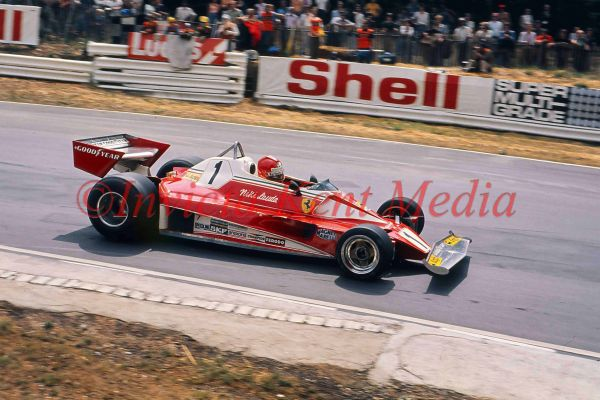 PIC SHOWS:- NIKI LAUDA IN A FERRARI AT BRANDS HATCH 11.7.76