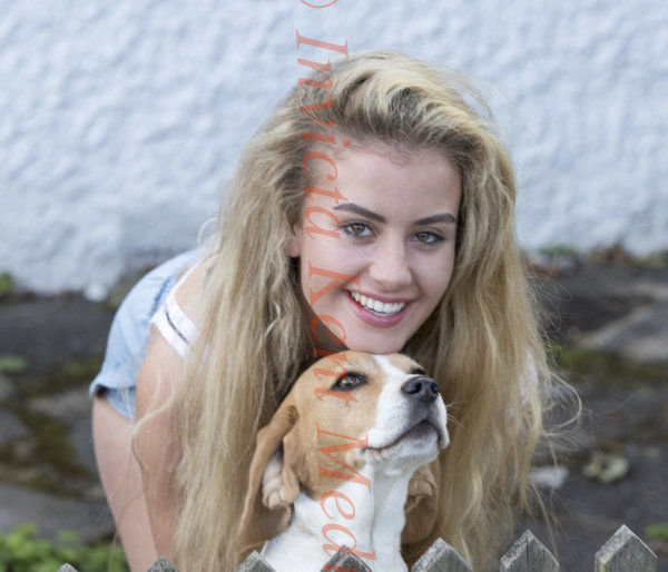 PIC SHOWS:Chloe Ayling age 20 Yrs at home in Coulsdon in Surrey with dog Nialla after her kidnap ordeal in Milan Italy.