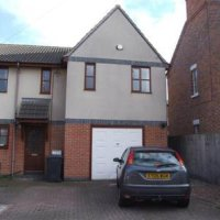 4 Bed student house to rent in Loughborough with off-road parking.
